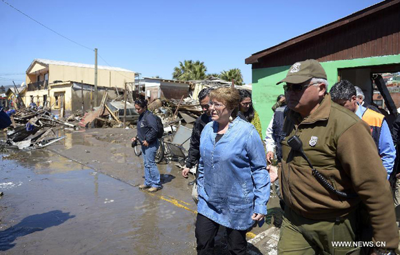 Image provided by Chile's Presidency shows Chilean President Michelle Bachelet (L) inspecting the coastal area in Coquimbo City, Chile, Sept. 17, 2015. [Photo/Xinhua]