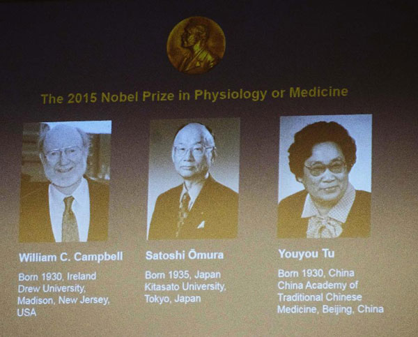 A screen shows the 2015 Nobel laureates for Physiology or Medicine including China's Tu Youyou, Japan's Satoshi Omura and Irish-born William Campbell (R to L) at the Karolinska Institute in Stockholm, Sweden, Oct. 5, 2015. [Xinhua]
