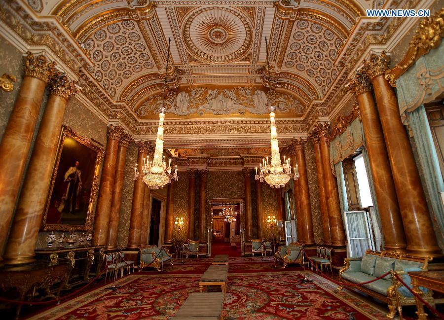 A visit to buckingham palace in london - Buckingham palace interno ...