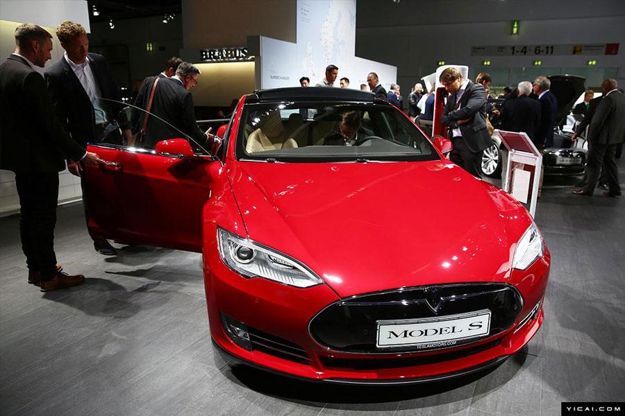 A Tesla Model S is presented at the Frankfurt Motor Show in Frankfurt, Germany, on September 15, 2015. [Photo: yicai.com]