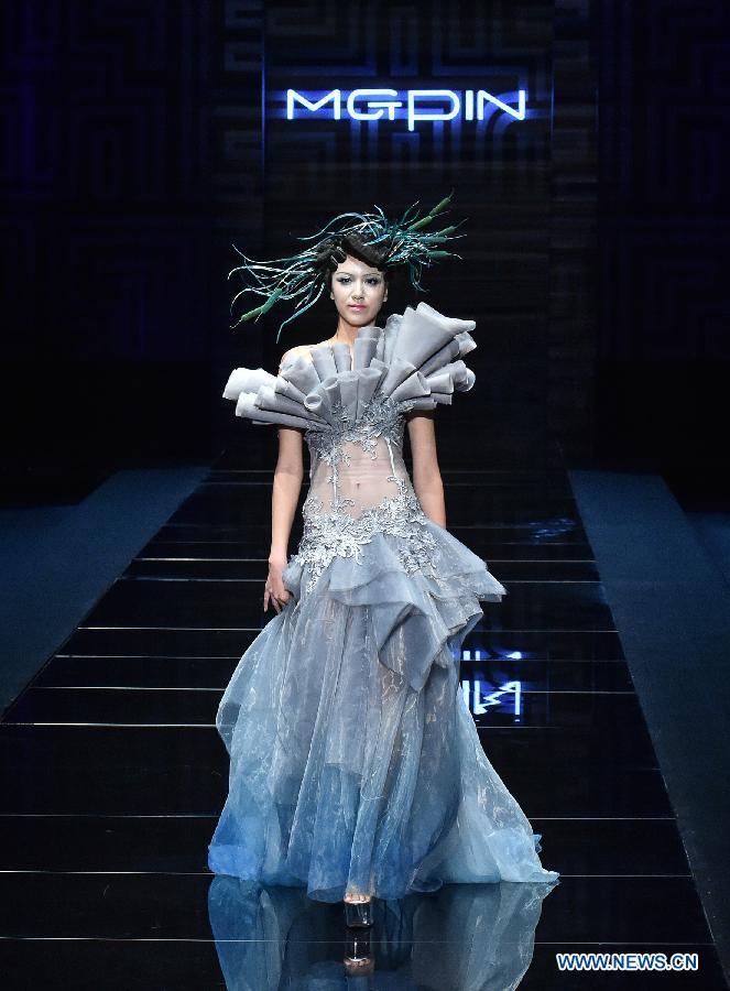 a43e91ff5 Models show color make-up at China Fashion Week- China.org.cn