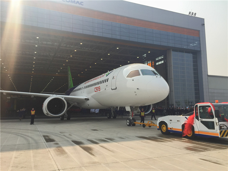 China's 1st home-made big passenger plane rolled off line ...