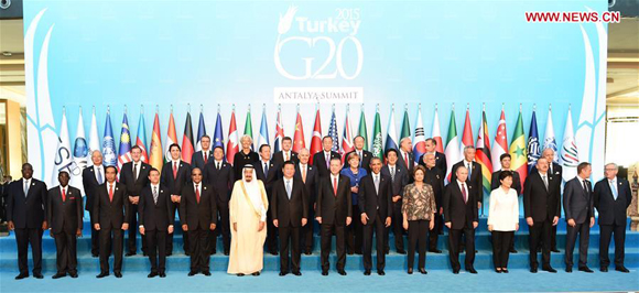 Chinese President Xi Jinping and other leaders attending the 10th summit of the Group of Twenty (G20) major economies pose for photos in Antalya, Turkey, Nov. 15, 2015. [Photo/Xinhua]