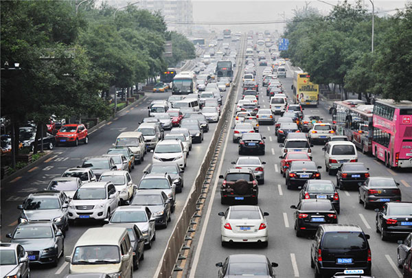 Traffic grinds to a standstill during the peak rush hour on Monday morning, Sept 22, 2014 near Liujiayao Bridge, Third Ring Road South. [Photo/Xinhua]