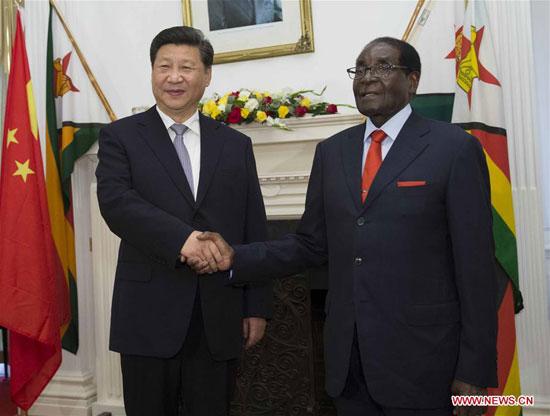 12月1日,国家主席习近平在哈拉雷同津巴布韦总统穆加贝举行会谈。[新华社]