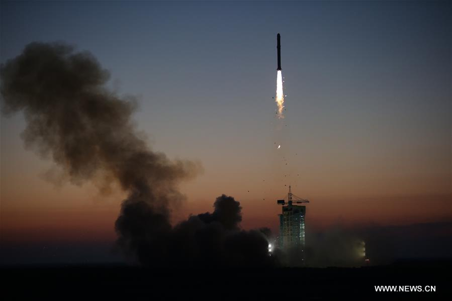A Long March 2-D rocket carrying the Dark Matter Particle Explorer Satellite blasts off at the Jiuquan Satellite Launch Center in Jiuquan, northwest China's Gansu Province, Dec. 17, 2015.[Photo/Xinhua]