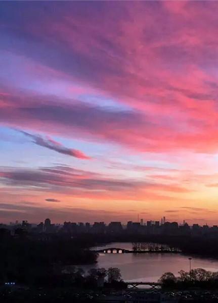 Une matinée teintée de pourpre à Beijing