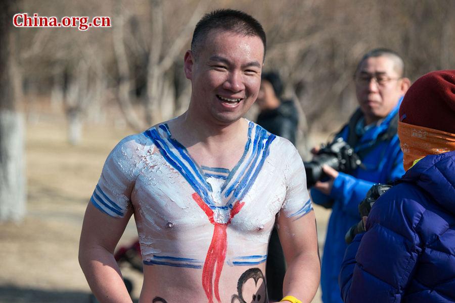 """北京奥森公园""""光猪跑"""" 参赛者奇葩造型亮眼图片"""