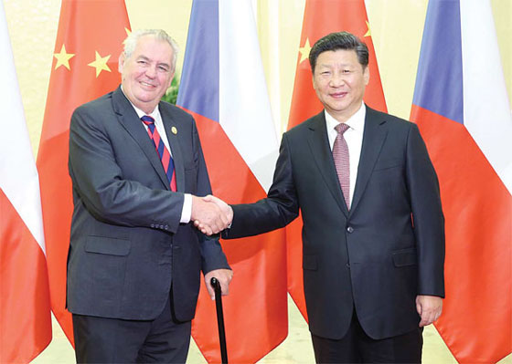 President Xi Jinping meets Czech President Milos Zeman in Beijing on Sept 4, 2015. [Photo/Xinhua]