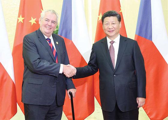 2015年9月4日,国家主席习近平在北京人民大会堂会见捷克总统泽曼。[资料图/新华社]