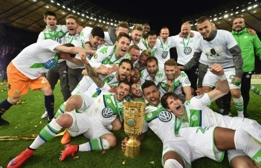 VfL Wolfsburg celebrate after beating Borussia Dortmund 3-1 and landing their first German Cup final win in Berlin, Germany, May 30, 2015. [File photo]