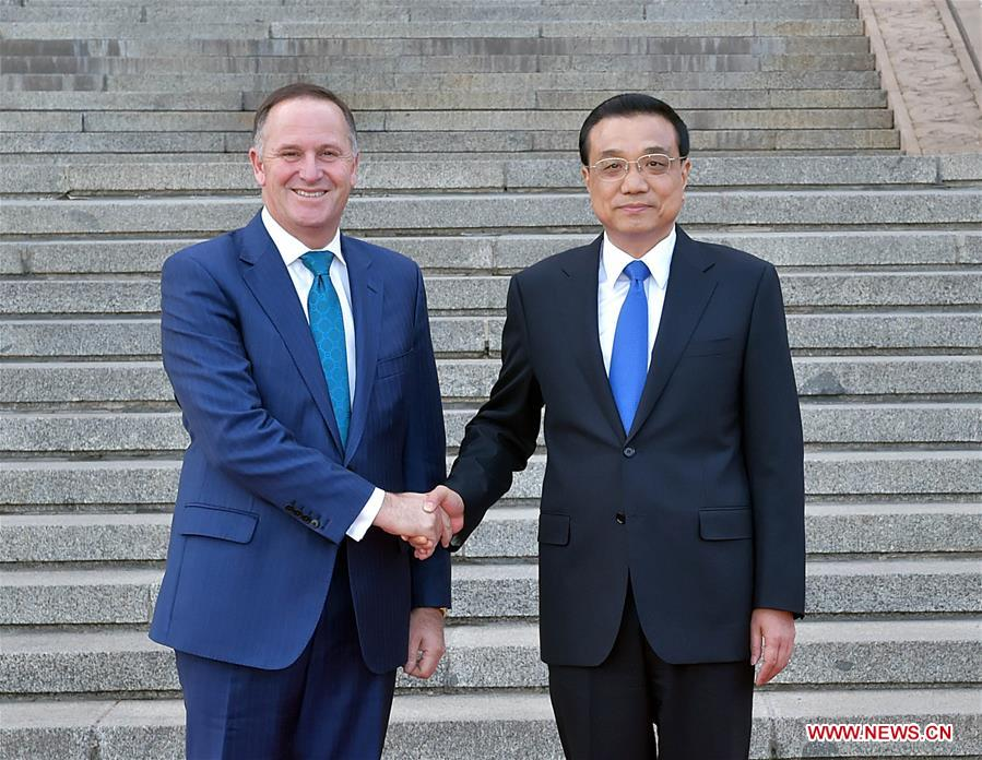 Chinese Premier Li Keqiang (R) holds talks with New Zealand Prime Minister John Key in Beijing, capital of China, April 18, 2016. (Xinhua/Li Tao)