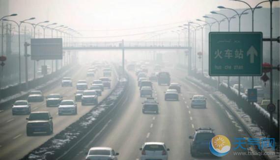 Urumqi is shrouded in smog on February 17, 2016. [Tianqi.com]