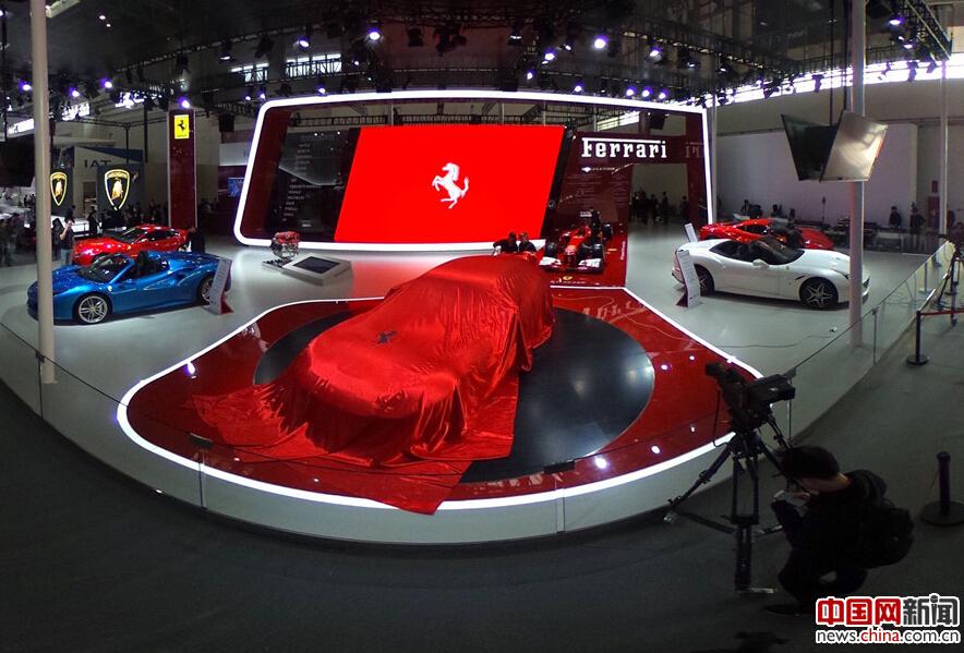 4月25日,2016北京国际汽车展览会上参展的汽车.2016北京车展于4