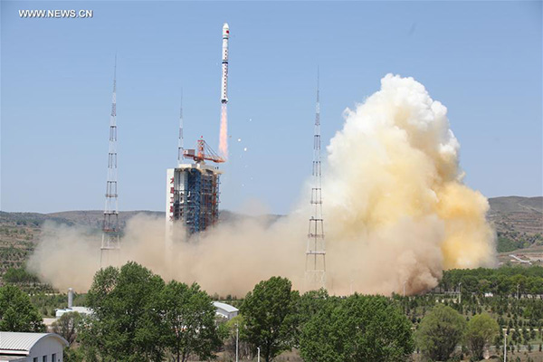 A Long March 4B rocket carrying a new civilian high-resolution mapping satellite 'Ziyuan III 02' and two NewSat satellites from Uruguay blasts off at the Taiyuan Satellite Launch Center in Taiyuan, capital of north China's Shanxi Province, May 30, 2016. [Photo/Xinhua]