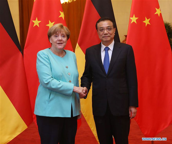 Chinese Premier Li Keqiang (R) shakes hands with German Chancellor Angela Merkel at a welcoming ceremony for Merkel before their talks at the Great Hall of the People in Beijing, capital of China, June 13, 2016. [Photo/Xinhua]