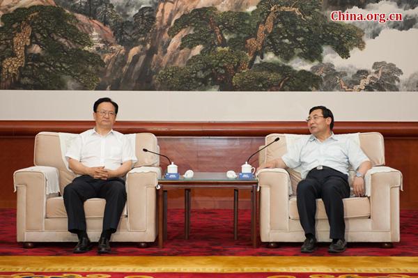6月17日,省长胡和平在西安会见了前来出席第八届亚太翻译论坛的中宣部副部长景俊海一行。副省长庄长兴参加会见。中国网 陈博渊 摄]