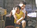 父背上的读书郎:父亲背他上完高中 还要背他上大学