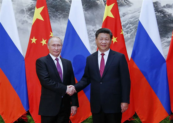 Chinese President Xi Jinping (R) shakes hands with Russian President Vladimir Putin at the Great Hall of the People in Beijing, capital of China, June 25, 2016. [Photo/Xinhua]