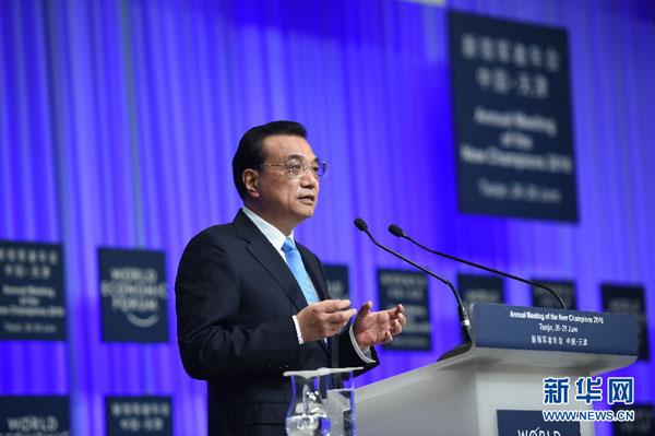 6月27日,国务院总理李克强在天津梅江会展中心出席2016年夏季达沃斯论坛开幕式并发表特别致辞。 [新华社]