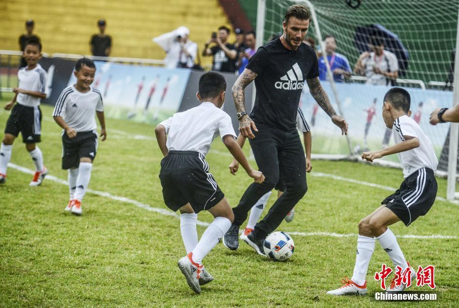 6月28日,足球明星大卫·贝克汉姆(David Beckham)现身广州市