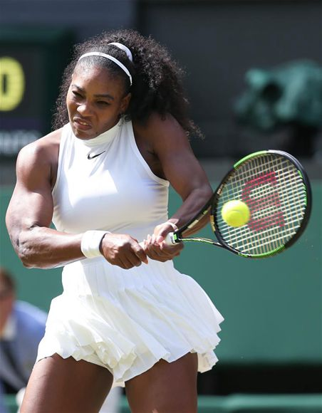 Serena and Venus on court in women's semifinals at Wimbledon