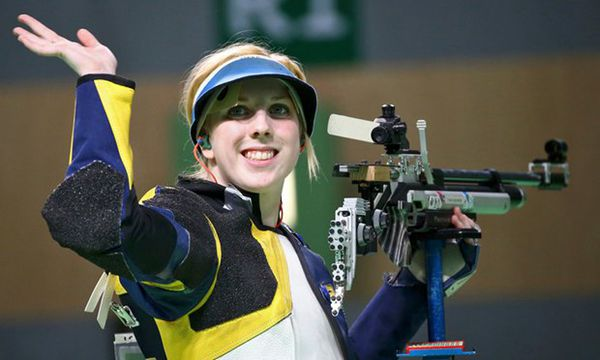 American teen wins first gold at Games