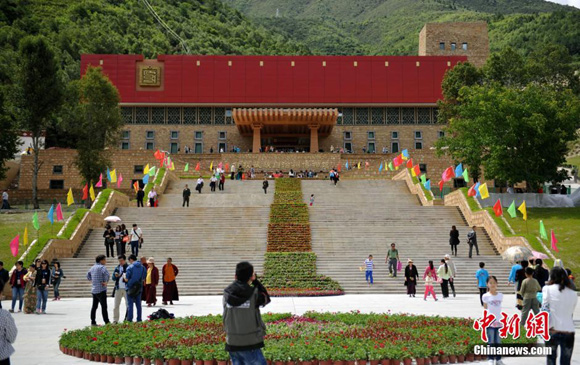 The ethnic museum of the Tibetan Autonomous Prefecture of Garze, southwest China's Sichuan Province, opens to the public on Tuesday. [Photo/Chinanews.com]