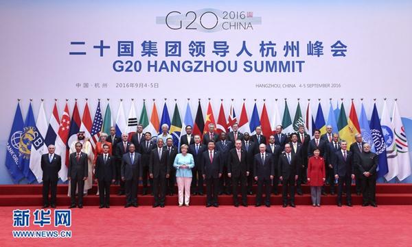 9月4日,二十国集团领导人第十一次峰会在杭州国际博览中心举行。这是二十国集团成员和嘉宾国领导人、有关国际组织负责人集体合影。 [新华社]