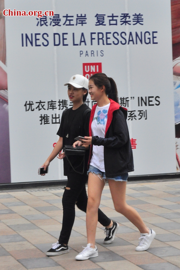 administración suspensión Desplazamiento  Beijing Style: Classic white sneakers- China.org.cn