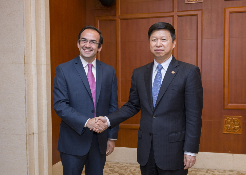 Minister Song Tao of the International Department of the Central Committee of the Communist Party of China (CPC) meets Francisco Quintana, General Secretary of the Republican Proposal Party of Argentina, on the sidelines of 'The CPC Dialogue with the World 2016,' held in Chongqing from Oct. 13-15.