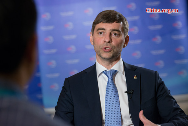 Sergey Zheleznyak, deputy secretary of the General Committee of United Russia, takes questions from Chinese media on Oct. 14, 2016 during the CPC in Dialogue with the World 2016 held in southwest China's Chongqing Municipality.[Photo by Chen Boyuan / China.org.cn]