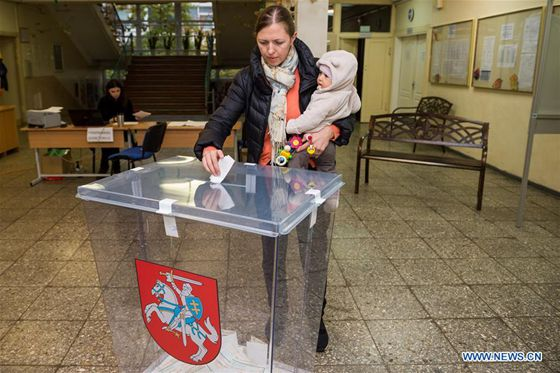A voter casts her ballot in a polling station for the parliament election in Vilnius, Lithuania, Oct. 23, 2016. [Photo/Xinhua]
