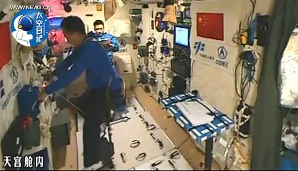 Taikonauts exercise in the space lab Tiangong-2.[Photo/Xinhua]
