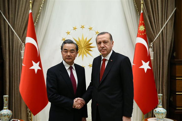 Visiting Chinese Foreign Minister Wang Yi (L) shakes hands with Turkish President Recep Tayyip Erdogan during their meeting in Ankara, capital of Turkey, on Nov. 14, 2016. (Xinhua/Turkish Presidential Office)
