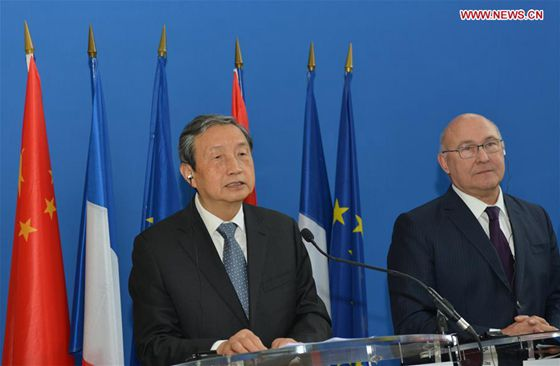 Chinese Vice Premier Ma Kai (L), who is in Paris for the fourth China-France High Level Economic and Financial Dialogue, takes part in a joint press conference with French Economy and Finance Minister Michel Sapin in Paris, capital of France, Nov. 14, 2016. [Photo/Xinhua]