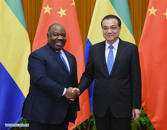 Chinese Premier Li Keqiang (R) meets with President of the Republic of Gabon Ali Bongo Ondimba at the Great Hall of the People in Beijing, capital of China, Dec. 8, 2016. [Photo/Xinhua]