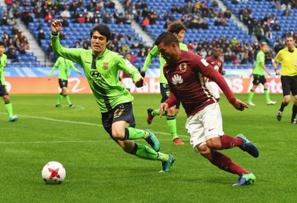 916f7b56121 Silvio Romero scored two second-half goals yesterday as Mexico s Club  America beat South Korean side Jeonbuk Motors 2-1 in the Club World Cup in  Japan.