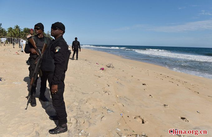 Police officers of the Research and Assistance Police (FRAP) stand on the beach in Grand-Bassam on March 15, 2016, a day after a jihadist attack killing at least 18 people in the resort town. [Photo/China.org.cn]