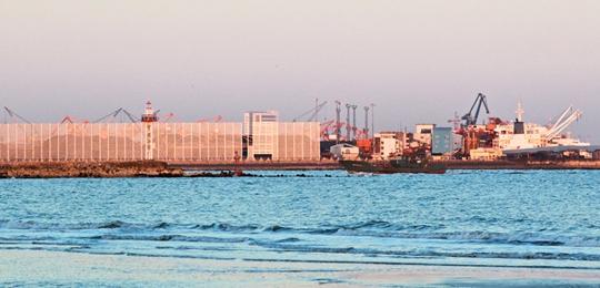 河北港口集团即将建成世界最大的系列防尘网工程
