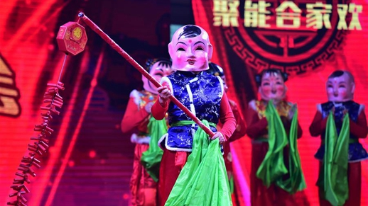 Community Spring Festival gala staged in E. China
