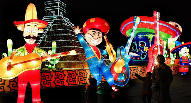 Light festival themed on Belt and Road Initiative kicks off in NW China