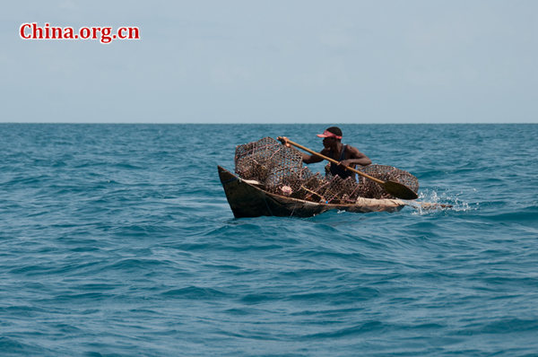 A fisherman off the coast of Zanzibar [File photo by Chen Boyuan / China.org.cn]