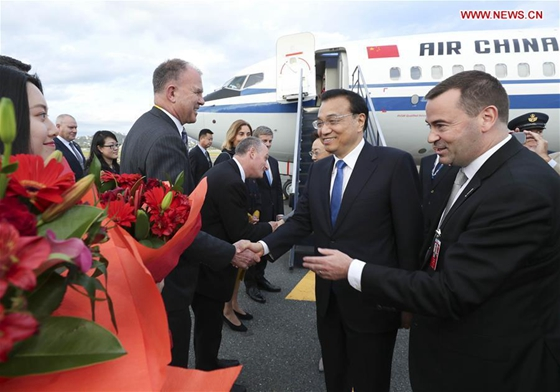 Chinese Premier Li Keqiang arrives with his wife Cheng Hong in Wellington, New Zealand, March 26, 2017, for an official visit to New Zealand at the invitation of his New Zealand's counterpart Bill English. [Photo/Xinhua]