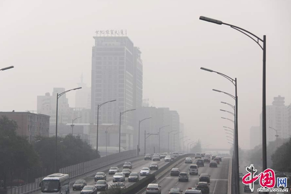 Heavy smog hits Beijing. [Photo/China.org.cn]