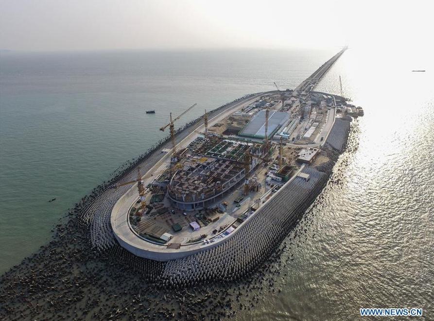 桥岛隧合一的港珠澳大桥海底隧道工程部门最终接头将于5月2日正