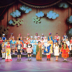 Chinese and int'l children perform singing