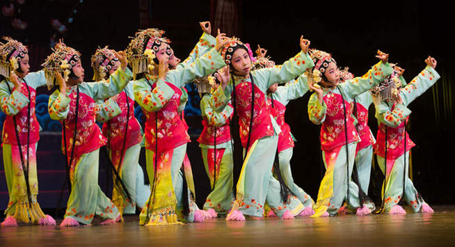 Children perform Peking Opera