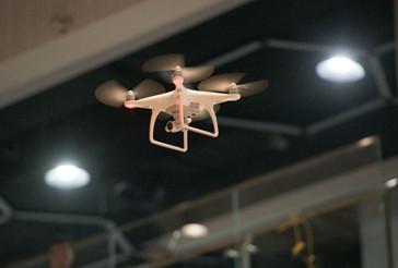 无人机编队表演为'六一'国际联欢增添科技色彩