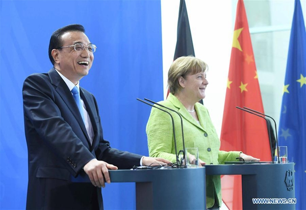 Chinese Premier Li Keqiang and his German counterpart Angela Merkel meet reporters at a joint press conference in Berlin, Germany, June 1, 2017. [Photo/Xinhua]